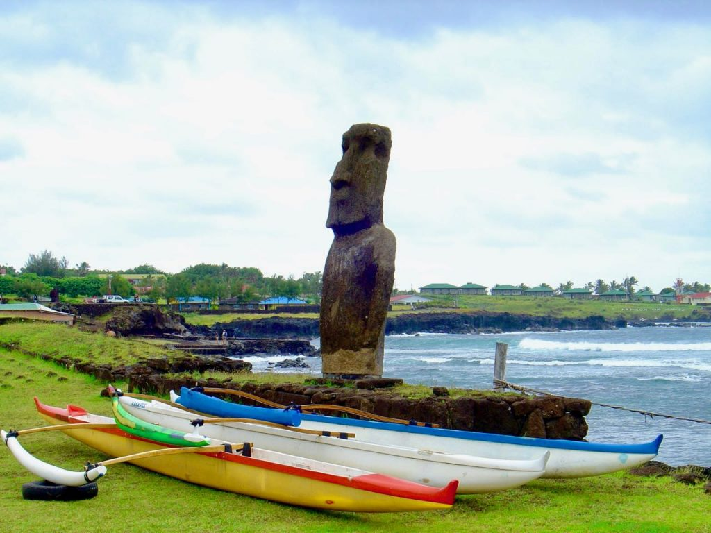 moai with canoes